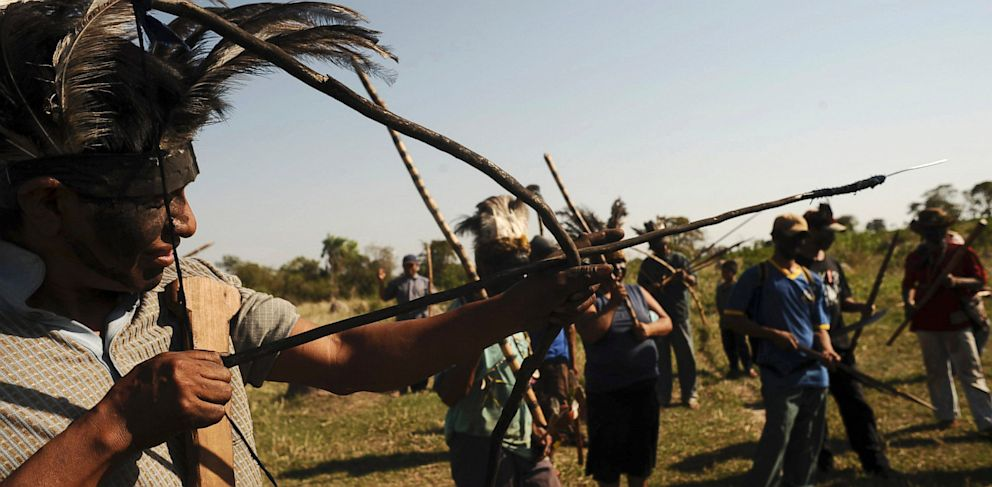 PHOTO: Brazilian Indians of the Guarani-Kaiowa tribe invade a private ranch
