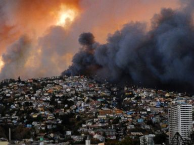 Photos: Raging Forest Fire Destroys 500 Homes in Chile