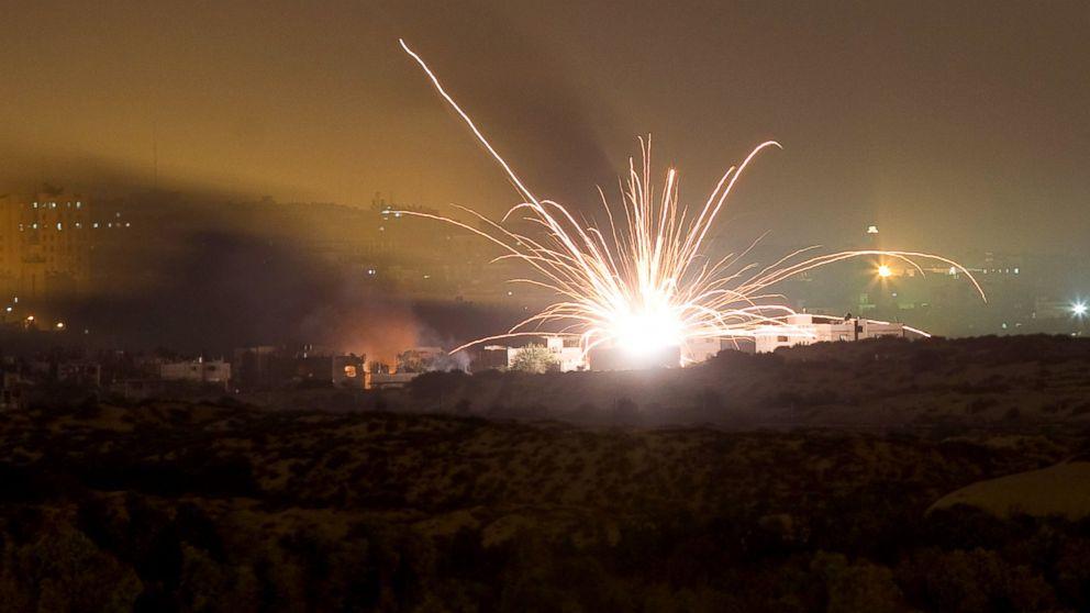 PHOTO: טילים ישראלים לעבר צפון רצועת עזה, 17 ביולי 2014.