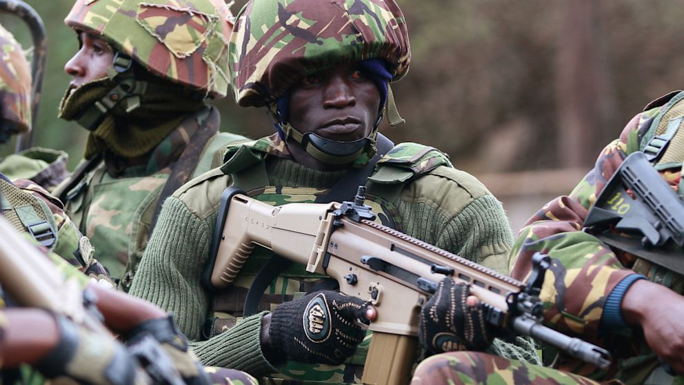 PHOTO: Soldiers from Kenya Defense Forces arrive at Westgate Shopping Centre in Nairobi