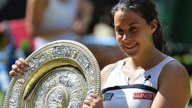 PHOTO: Marion Bartoli wins at Wimbledon