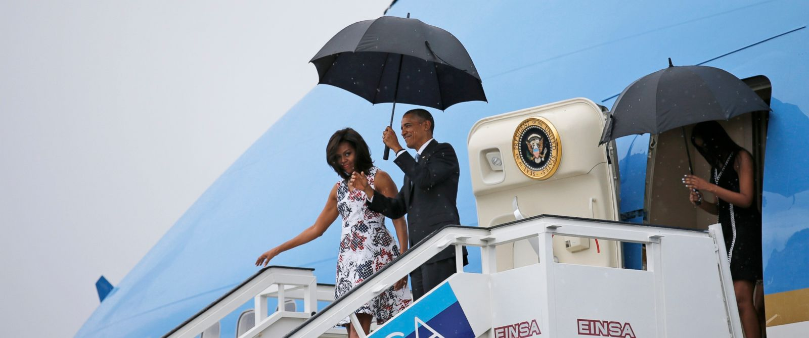 PHOTO: Barack Obama and Michelle exit Air Force One as they arrive at Havanas international airport for a three-day trip, March 20, 2016.