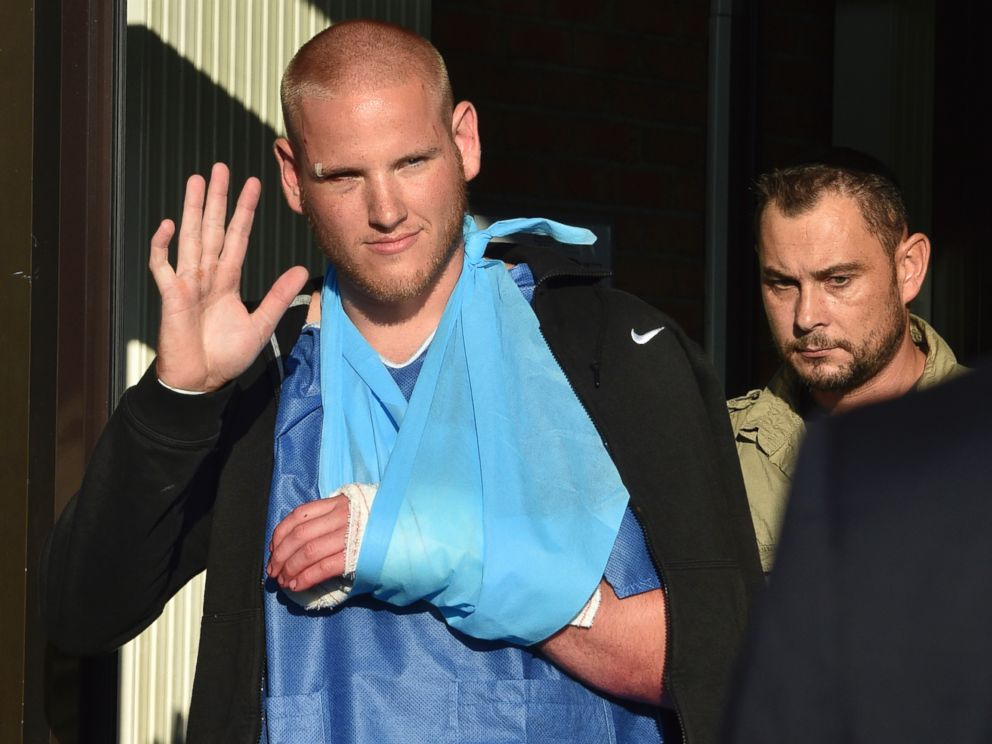 PHOTO: U.S. serviceman Spencer Stone waves as he departs the Clinique Lille Sud, which specializes in hand injuries, in Lesquin, France, Aug. 22, 2015.