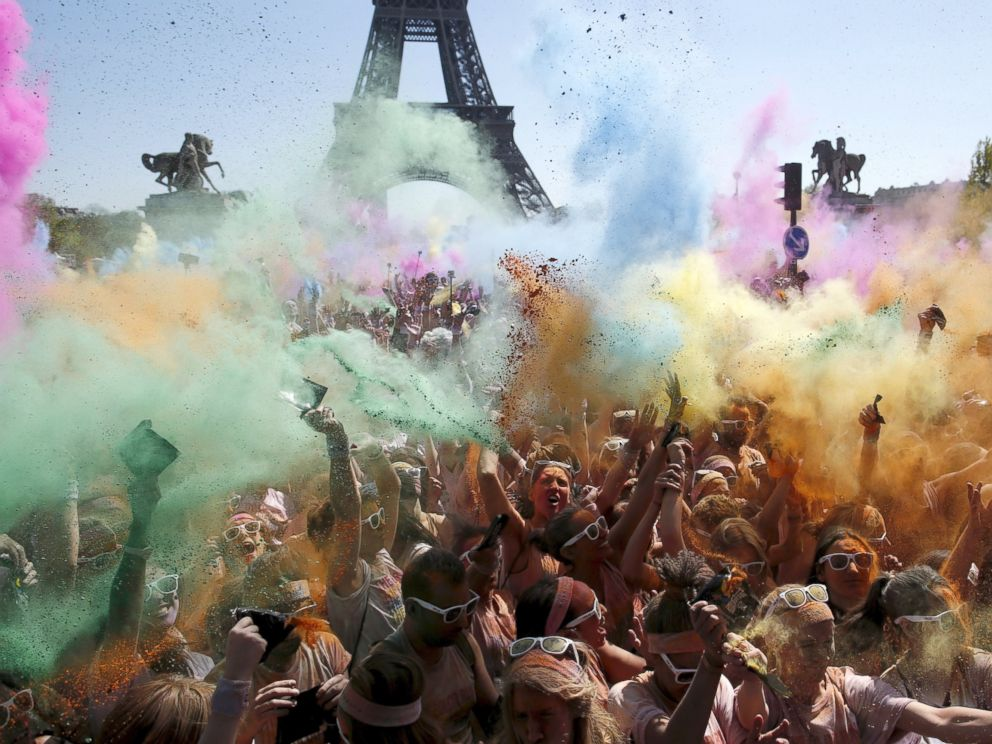 PHOTO: Participants take part in the Color Run near the Eiffel Tower in Paris, April 19, 2015.