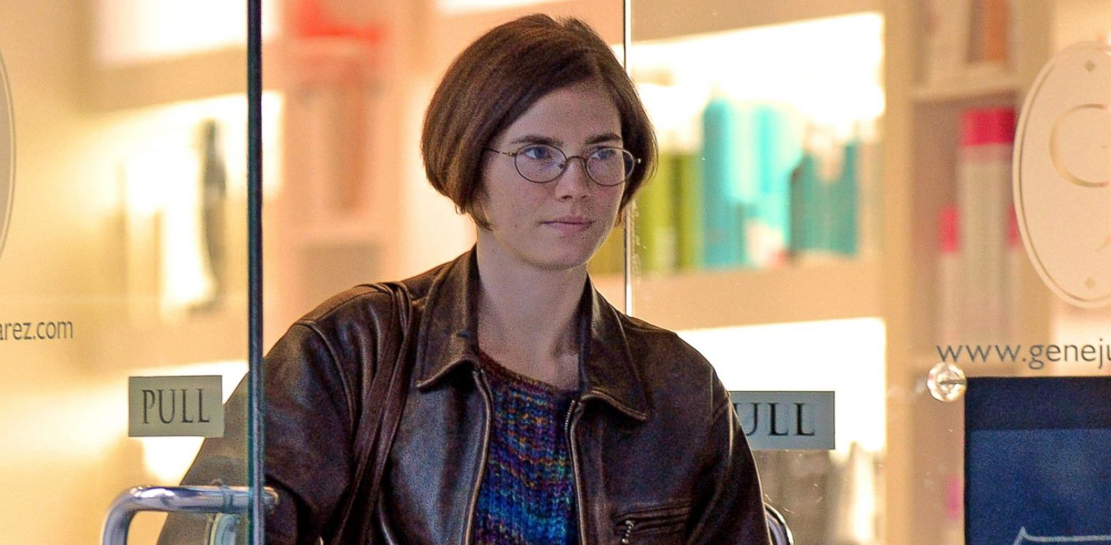 PHOTO: Amanda Knox steps out of a salon, Jan. 28, 2014, in Seattle.