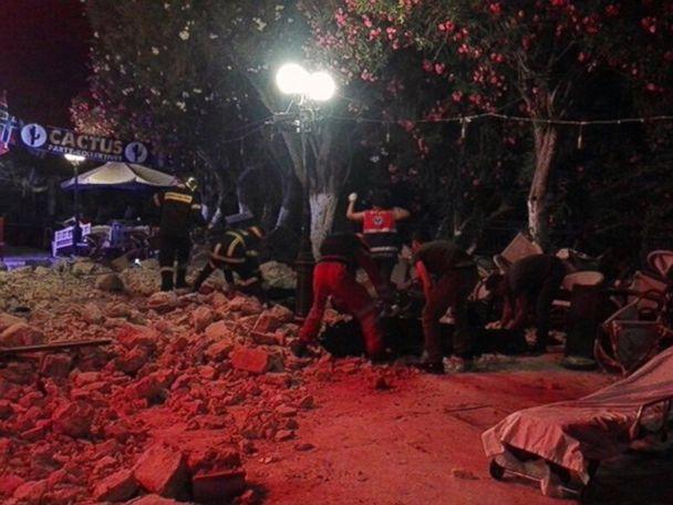 Greece: Quake kills two, sends island tourists into panic