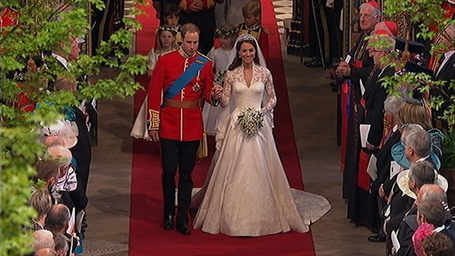 kate middleton s wedding dress knockoff hits stores   abc