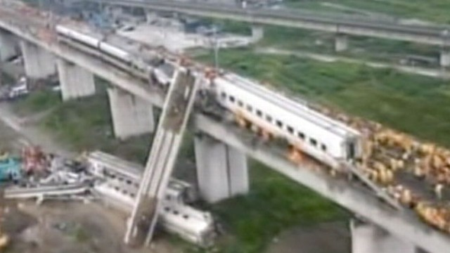 VIDEO: China Bullet Train Crash Kills 39 People