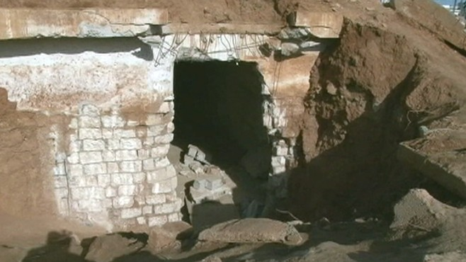 VIDEO: Former soldier in Libya shows underground prisons located near a government compound.