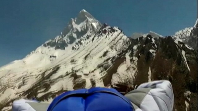 VIDEO:Valery Rozov jumped from a 6,000-meter mountain after 6 days of climbing.