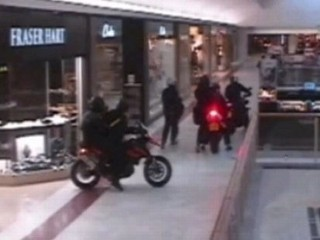 Ax-Wielding Cyclists Raid Jewelry Store