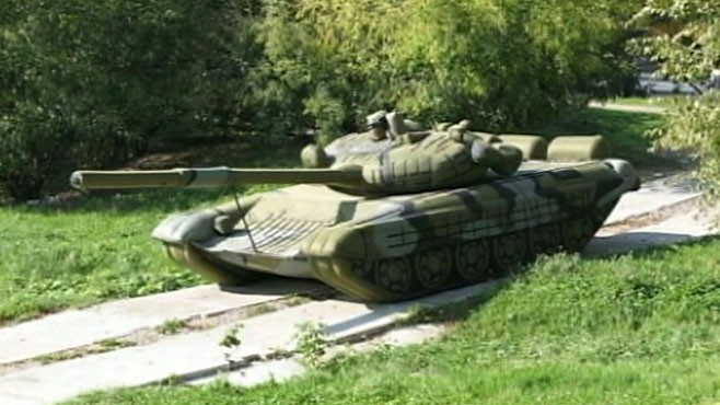 VIDEO: Russian military looks to invest in inflatable decoy weapons.