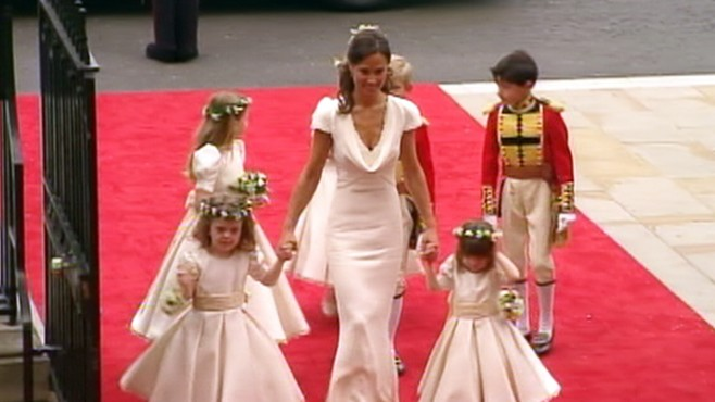 VIDEO: Pippa Middleton arrives at Westminster Abbey with bridesmaides and pages.