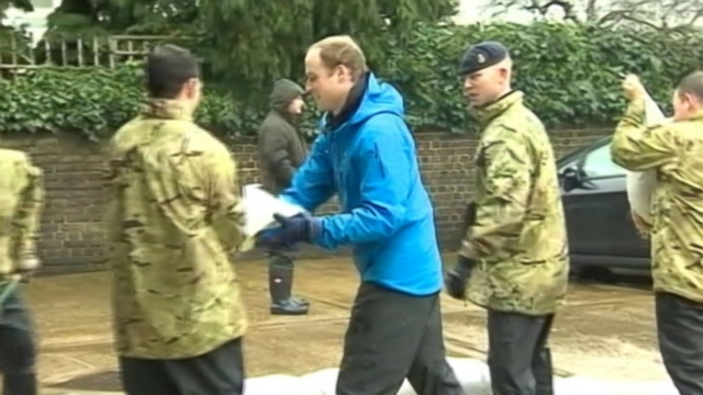 VIDEO: The Duke of Cambridge and his brother are hauling sandbags to protect homes in Berkshire.