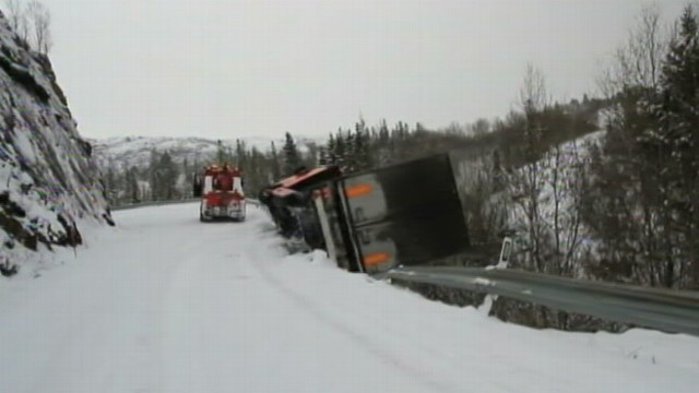VIDEO: Tow-truck rescuing truck stuck in snow is pulled down Norwegian mountain side.