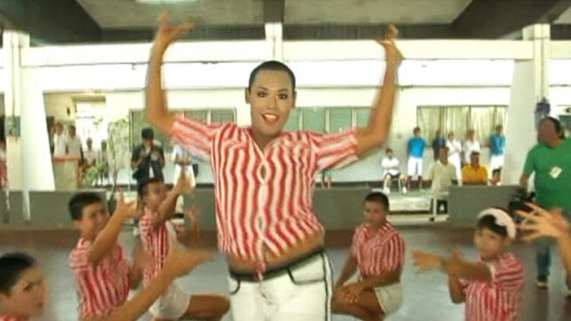 VIDEO: Inmates dance in prison competition to rapper PSYs popular song.
