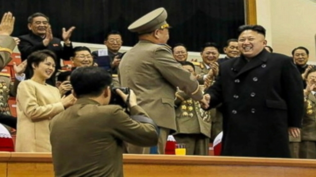 VIDEO: A photo of the North Korean leaders wife wearing a baggy dress sparks pregnancy rumors.