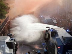 Police fire water cannons at G-20 protesters in Germany