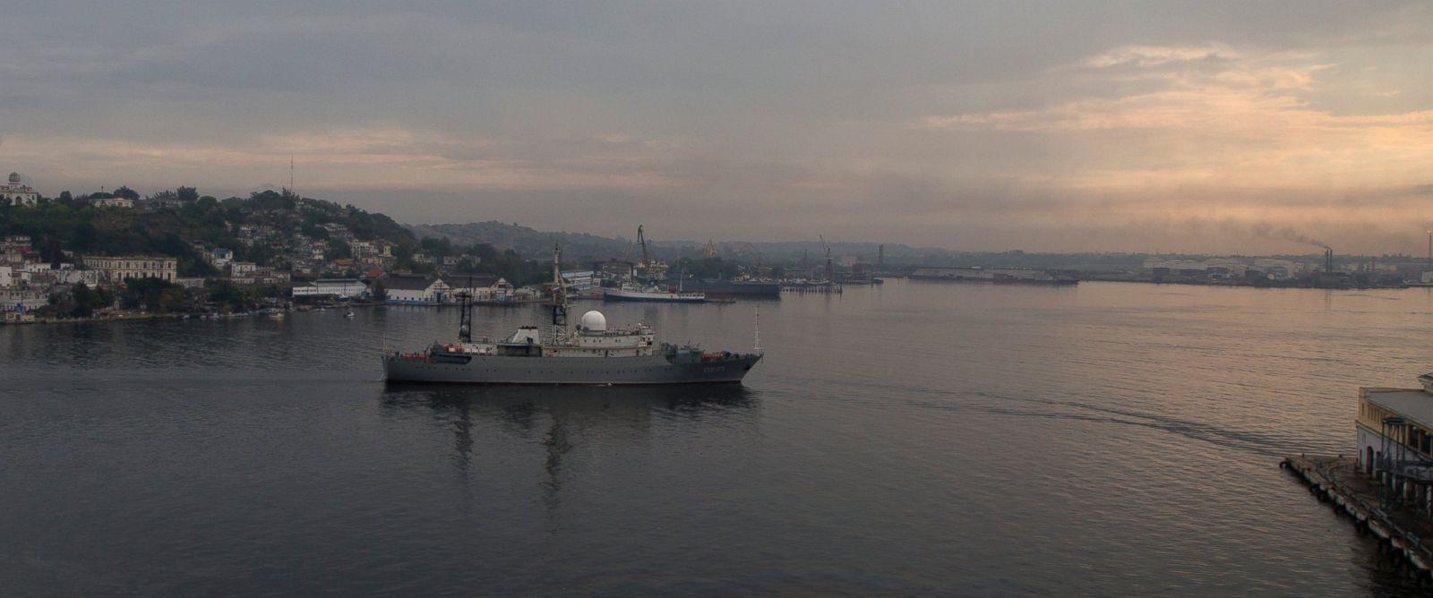 PHOTO: Russian warship Viktor Leonov enters the bay in Havana, Cuba, March 24, 2015.