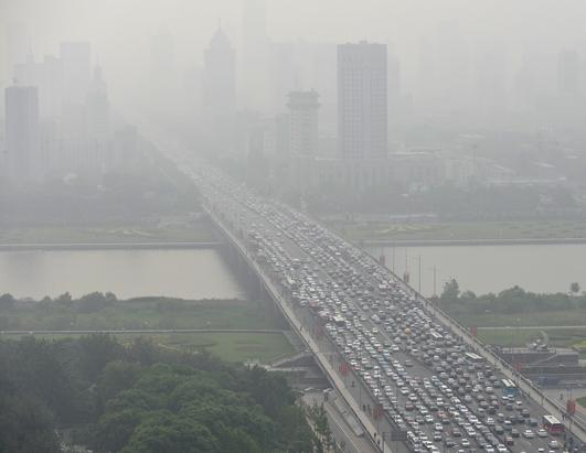 Chinese Pollution Shortens Life Expectancy