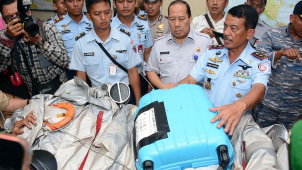 http://a.abcnews.com/images/International/ap_airasia_luggage_debris_3_wy_141230_16x9_608.jpg