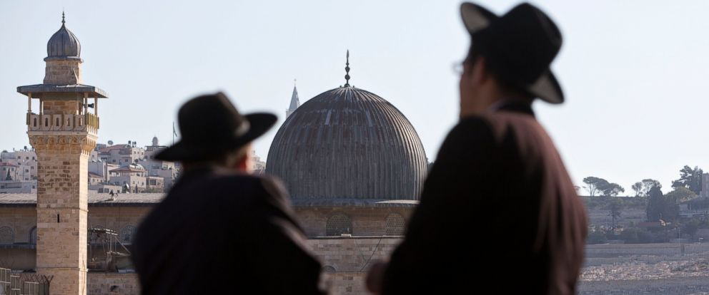 PHOTO: Ultra-Orthodox Jewish men stand in front of the Al Aqsa Mosque in Jerusalems Old City, Oct. 12, 2014.