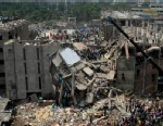PHOTO: Bangladesh rescuers look for survivors and victims at the site of a building that collapsed Wednesday in Savar, near Dhaka, Bangladesh, Thursday, April 25, 2013.