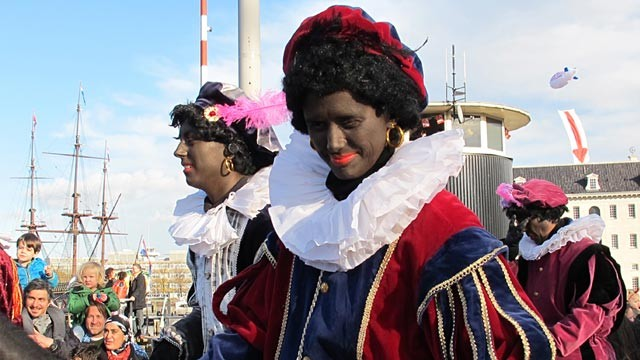 Rotterdam police use Zwarte Piet as a disguise