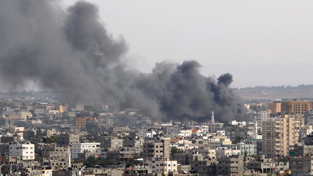 PHOTO: Smoke rises following an Israeli attack in Gaza City, Nov. 16, 2012.