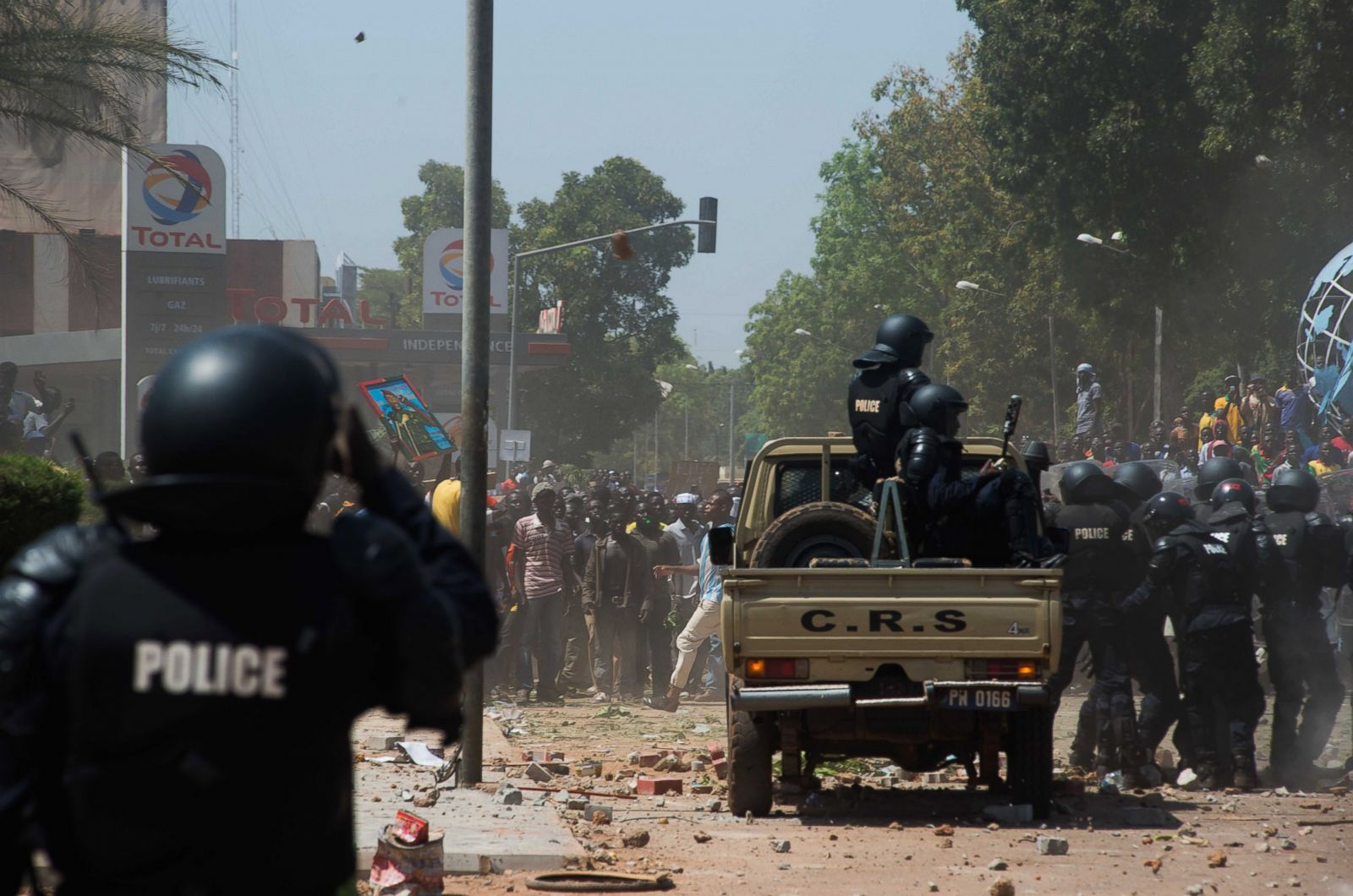 Burkina Faso Burns as Protesters Take Parliament Photos | Image #11 - ABC  News