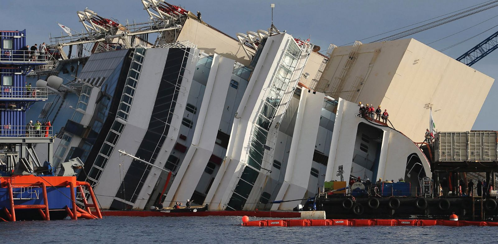 PHOTO: Costa Concordia ship,