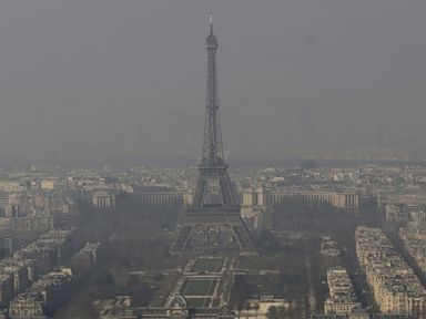 Paris Limits Car Use in Face of Heavy Smog
