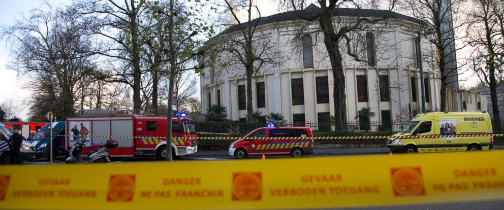 PHOTO: Police and fire personnel respond outside the Grand Mosque of Brussels, Nov. 26, 2015.