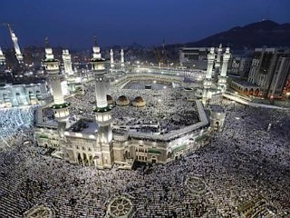 Photos: Hajjis Descend on Mecca