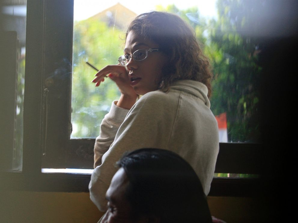PHOTO: Heather Mack, stands at the police district headquarters after she was brought in for questioning in relation to the death of her mother, in Bali, Indonesia, Aug. 14, 2014.