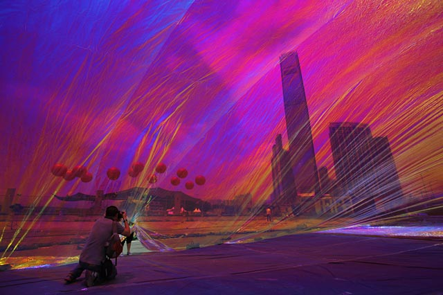 ap hong kong art dm 130424 wblog Today in Pictures: Inflation Art, Bangladesh Building Collapse, Reflections