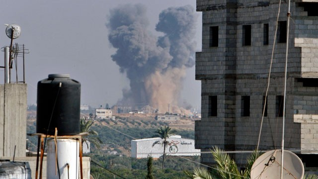 PHOTO: Smoke rises following an Israeli attack east of Gaza City, seen from Bureij refugee camp, central Gaza Strip, Nov. 20, 2012.