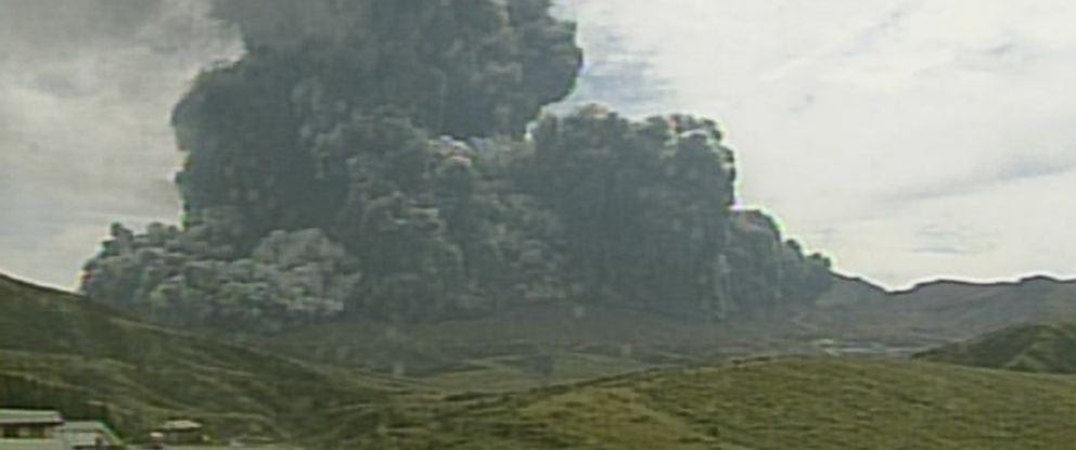 PHOTO: In this image taken from a surveillance camera observed from Kusasenri and released by Japan Meteorological Agency, a column of black smoke rises from Mount Aso, Kumamoto prefecture, southern Japan Monday, Sept. 14, 2015.