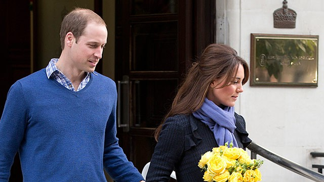 PHOTO: Prince William and Kate Middleton leave King Edward VII Hospital