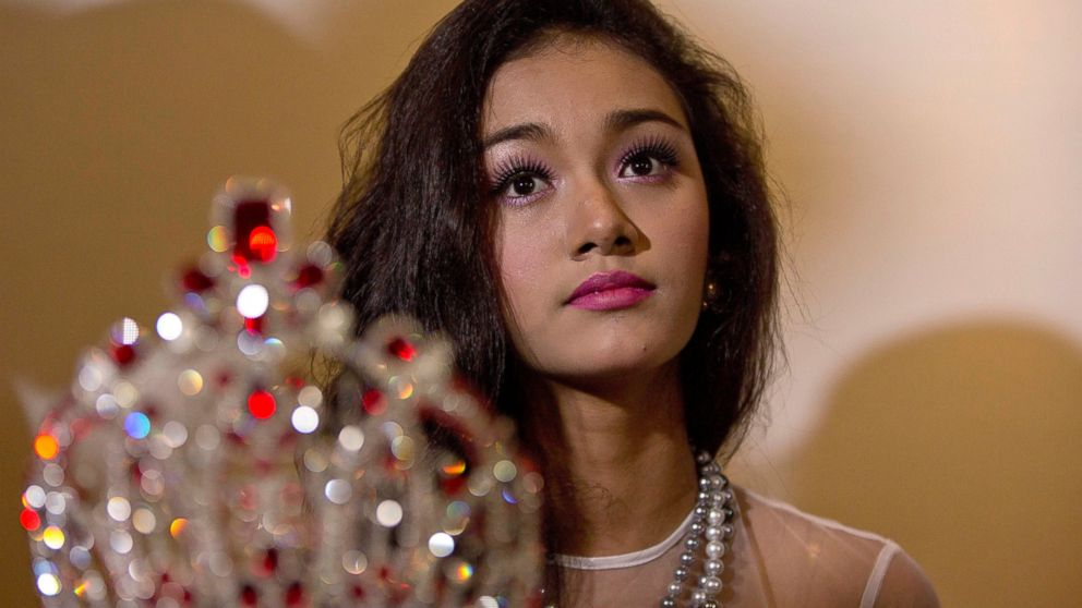 PHOTO: May Myat Noe, Myanmars first international beauty queen, winner of the 2014 Miss Asia Pacific World, sits with her crown that she allegedly ran away with, during a press conference in Yangon, Myanmar, Sept. 2, 2014.