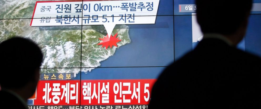 PHOTO: People walk by a screen showing the news reporting about an earthquake near North Koreas nuclear facility, in Seoul, South Korea, Wednesday, Jan. 6, 2016.