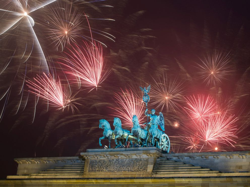 PHOTO: Fireworks explode during the New Years party at Brandenburg Gate in Berlin, Jan. 1, 2015.
