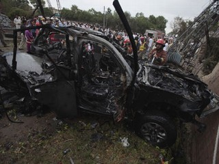 Car Bomber Attacks US Consulate Vehicle in Pakistan