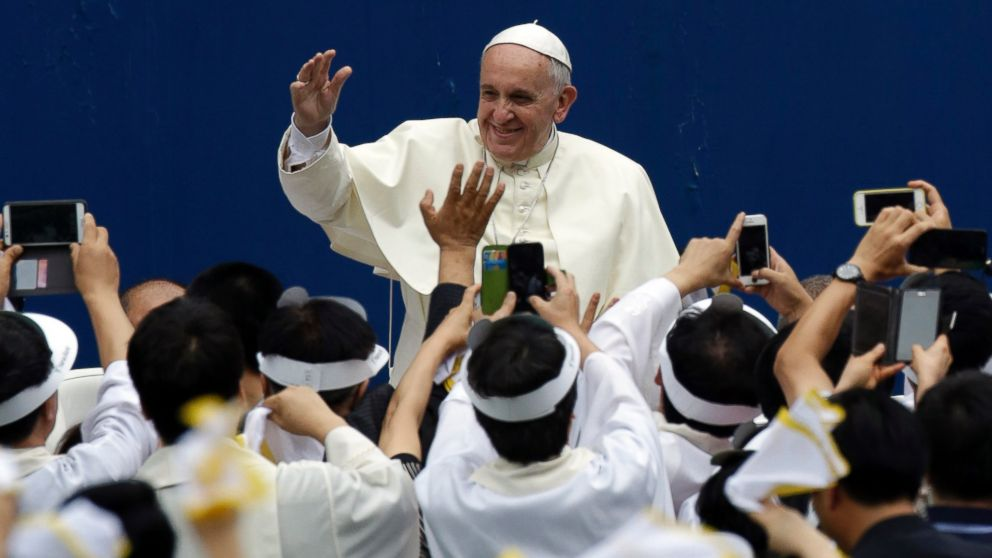 PHOTO: Pope Francis is greeted by supporters for the Mass of Assumption of Mary at Daejeon World Cup stadium in Daejeon, south of Seoul, South Korea, Aug. 15, 2014.