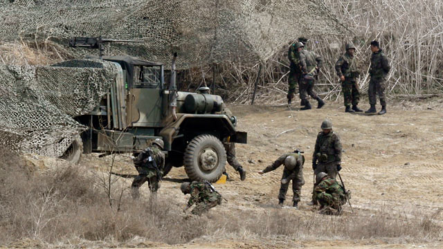 PHOTO: South Korean soldiers place a camouflage net over their military vehicle during a military exercise near the border village of Panmunjom in Paju, north of Seoul, South Korea, April 4, 2013.