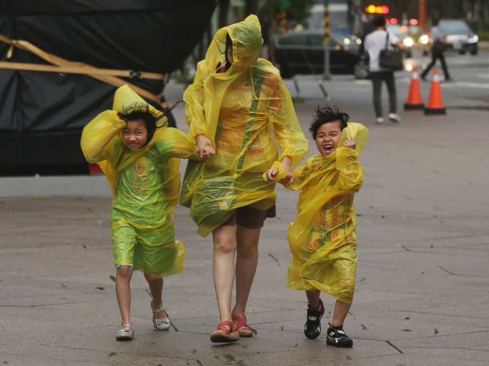 PHOTO: A woman and children brave the strong winds from Typhoon Soudelor in Taipei, Taiwan, Aug. 7, 2015.