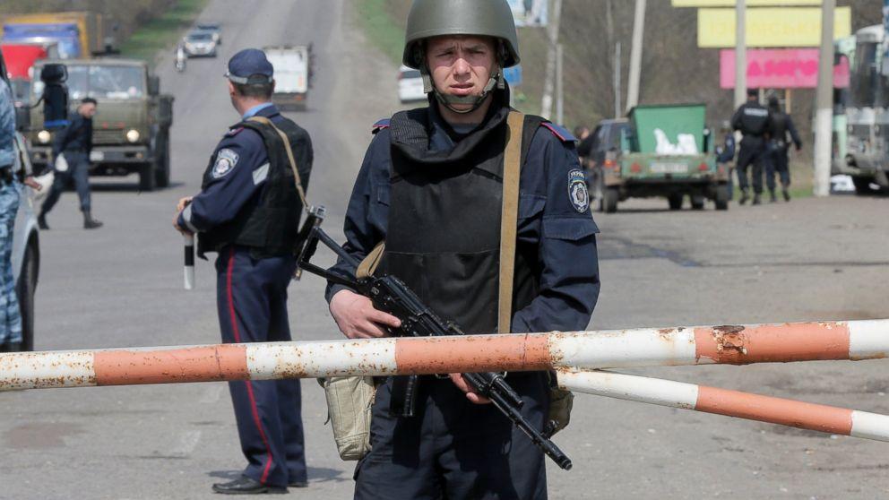 PHOTO: A Ukrainian soldier controls a road outskirts of Izyum, Eastern Ukraine, April 17, 2014.