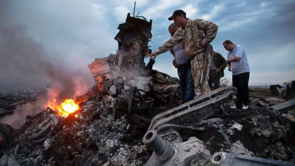 ap ukraine plane crash pointing jc 140717 16x9 608 Separatists Not Getting Russian Help With Missile Strains Credulity, Pentagon Says