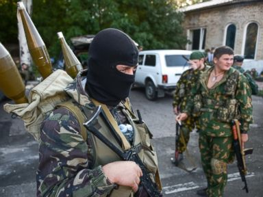 PHOTO: Pro-Russian rebels prepare arms for the the assault on the positions of Ukrainian army in Donetsk airport, eastern Ukraine, Aug. 31, 2014.