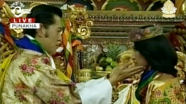 VIDEO: Lips didnt meet as King of Bhutan married his commoner bride.